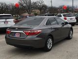 2016 Toyota Camry LE thumbnail